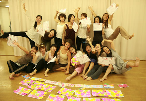 ヨガ・エド卒業式集合写真
