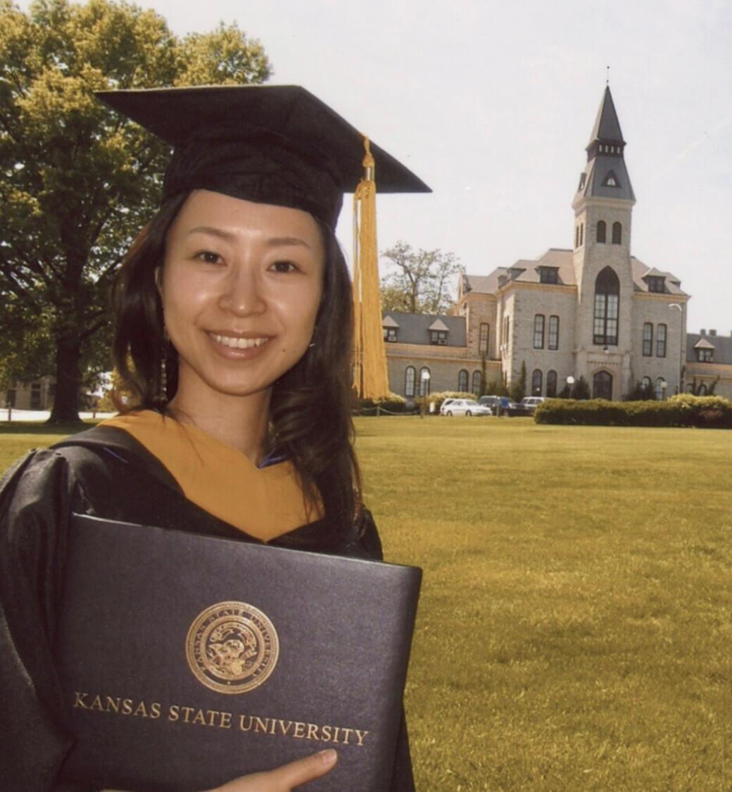 CHIKAカンザス大学卒業写真