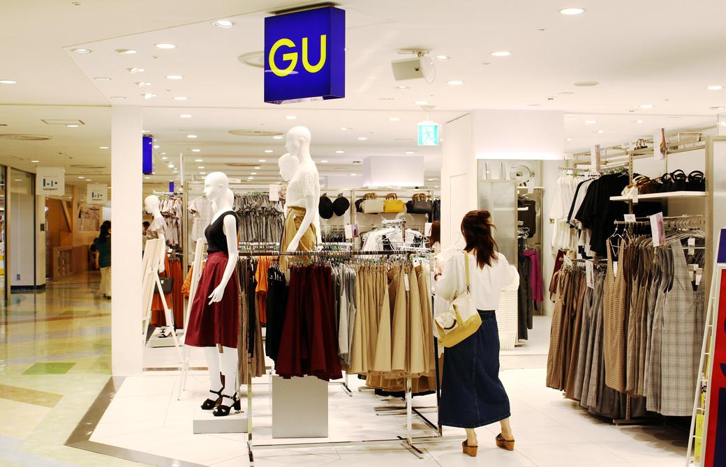 GUの店先の看板