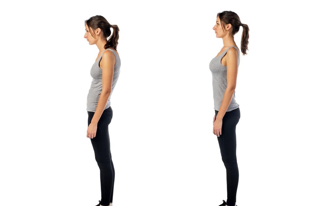 背中をまるめている女性とタダアサナをしている女性の比較