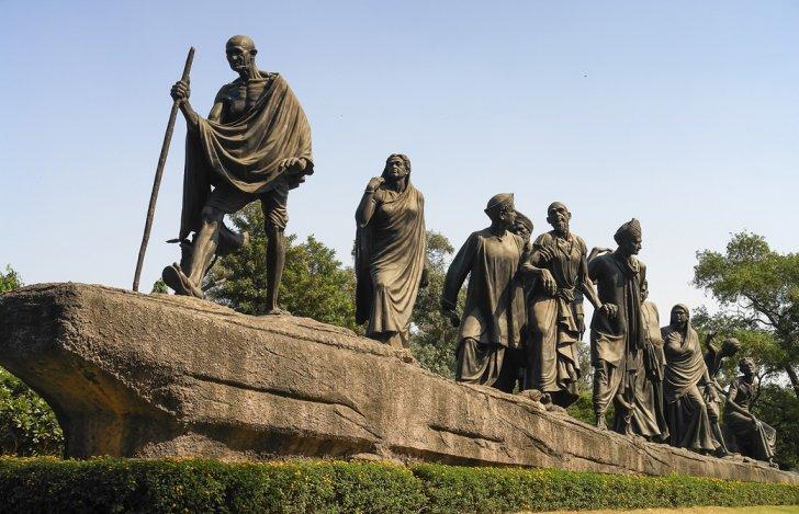 ガンジーの銅像