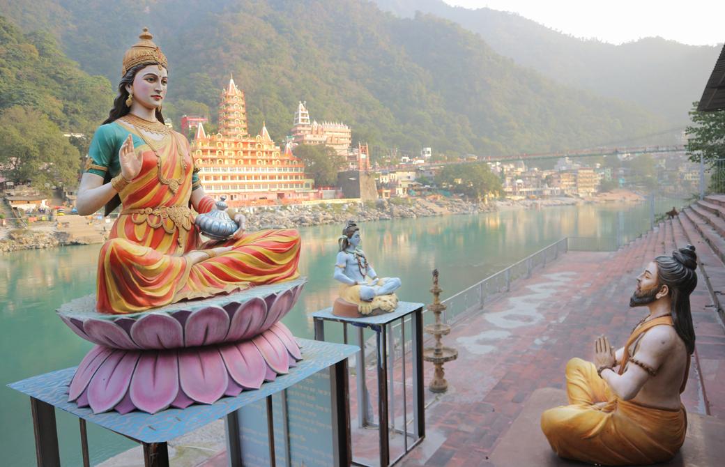 ヒマラヤのふもとに位置するヒンドゥー教の聖地、リシケシ