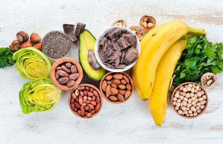 チョコレートやフルーツと野菜