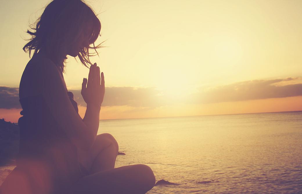 ヨガにおけるアサナとは、瞑想とは