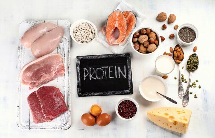 タンパク質を多く含んだ食材が並んでいる