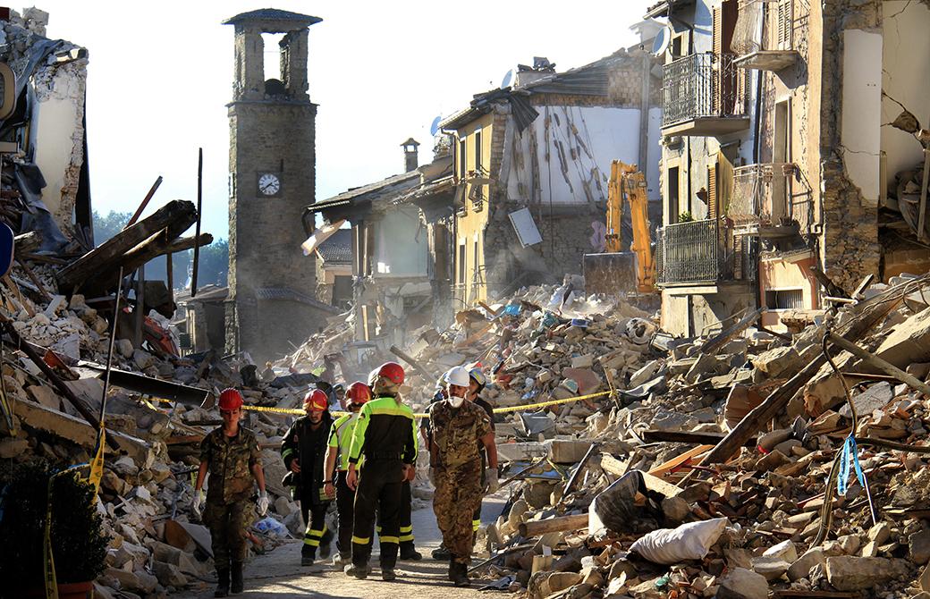 災害現場では、72時間が生命維持の壁