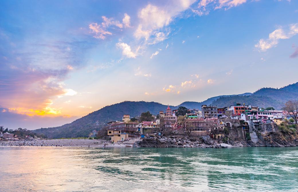 ヨガの整地、インド・リシケシの風景