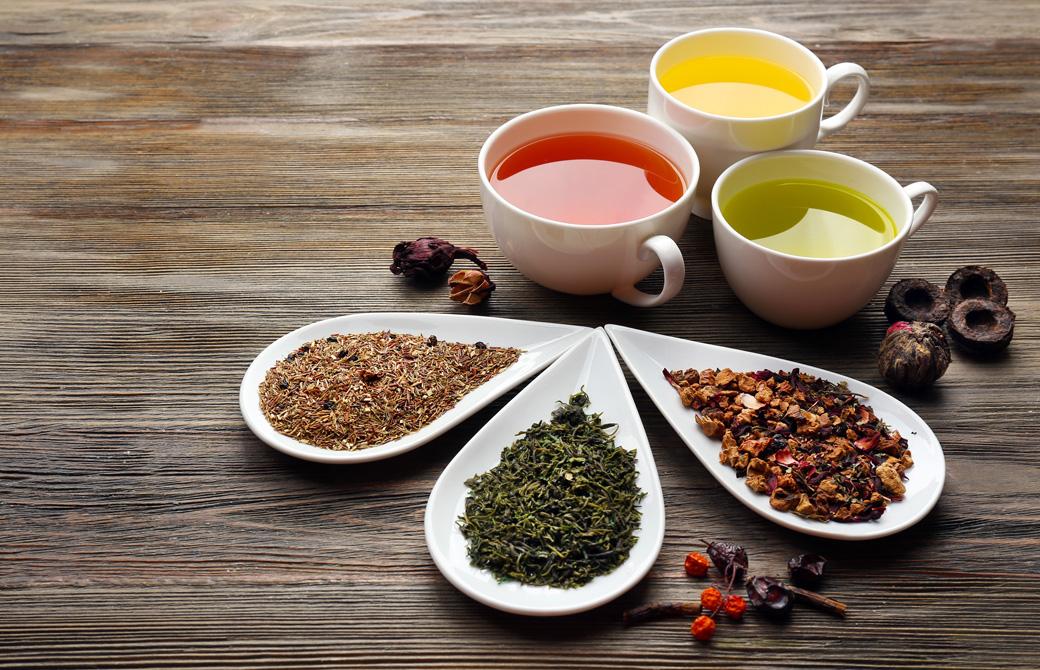 3色の綺麗なハーブティーと茶葉
