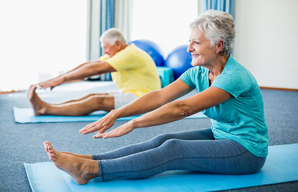 高齢者へのヨガの効果に期待が集まっている