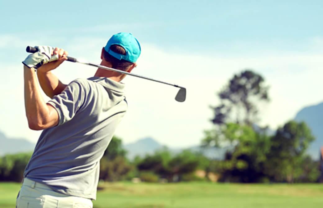 ゴルフをする男性にはヨガがオススメ!
