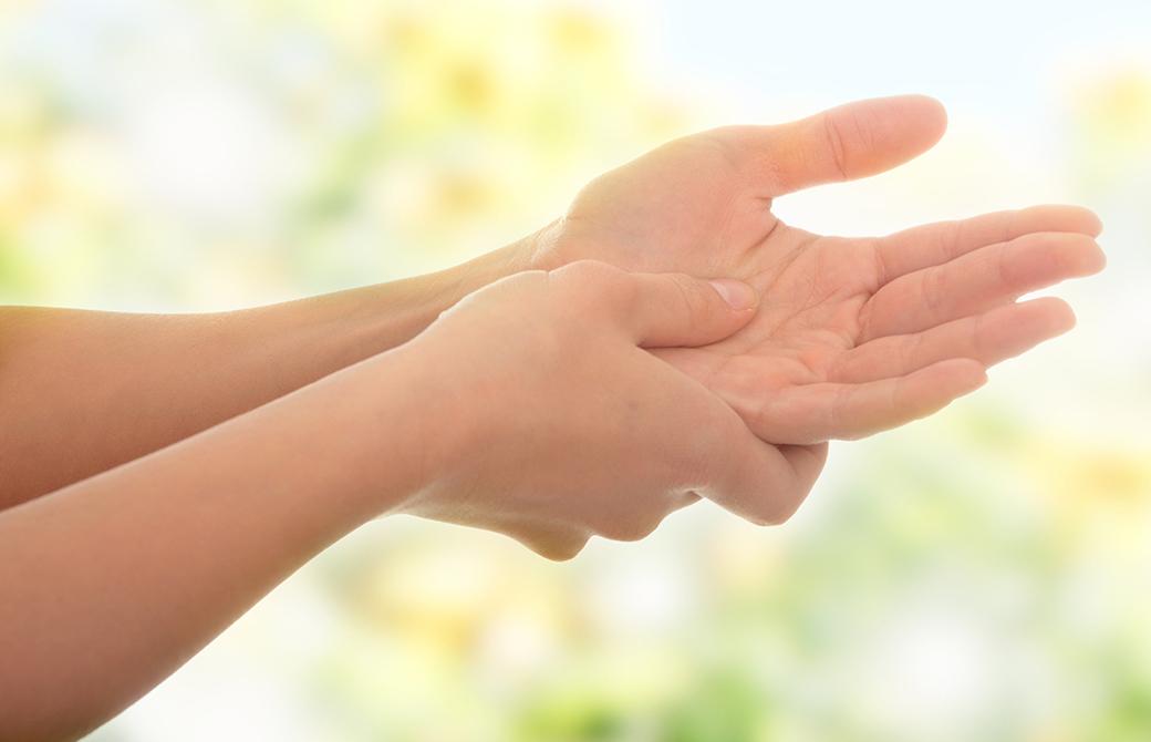 ヨガで多い怪我を防ごう!手首を痛める3つの原因