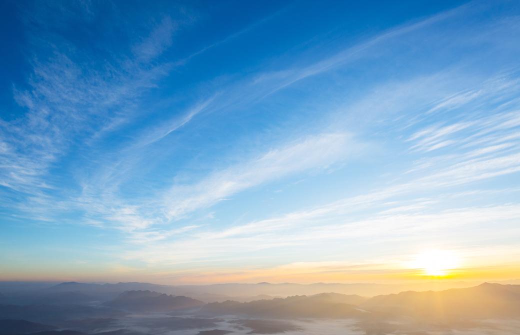 夕暮れの夕陽と空