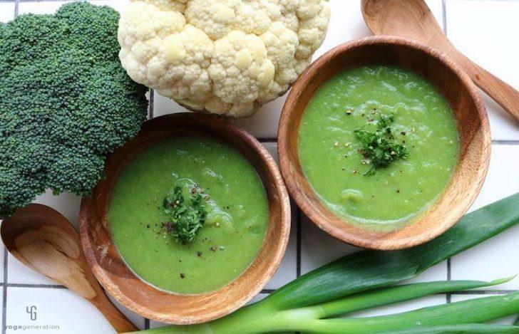 長ネギ、ブロッコリー、カリフラワーのクリーミー・スープ