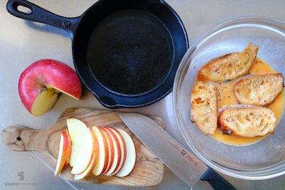 耐熱皿とボウルの卵液に浸したパン