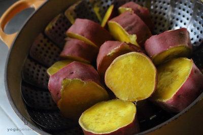 蒸した輪切りのサツマイモ