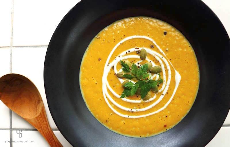 カボチャとココナッツミルクのスパイシー・カレー・スープ
