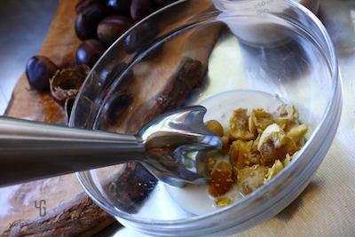 茹でた栗に豆乳を加えてミキシング