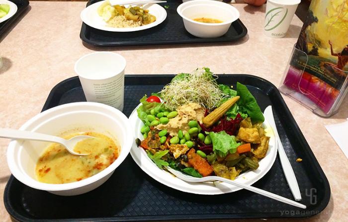 インド料理のブュッフェ