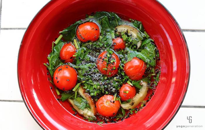 ゆるベジ:モロヘイヤとトマトの酸っぱいスープ