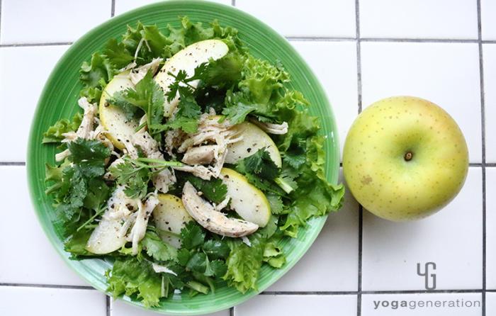青リンゴとハーブチキンのサラダ