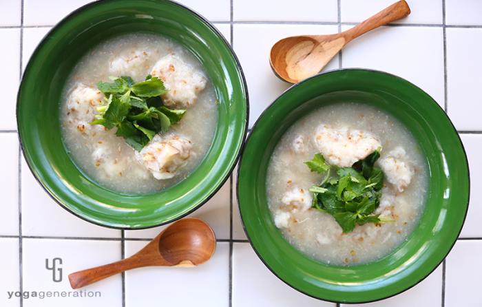山芋とレンコンのベジ団子で♪ピリ辛柚子胡椒スープ