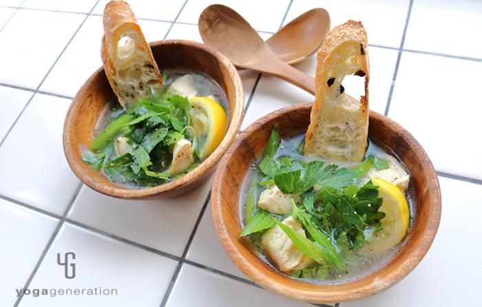 セロリと鶏肉のガーリック・レモン・スープ