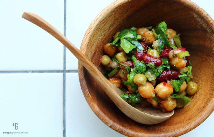 パクチーが効くスパイシーなお豆のサラダ