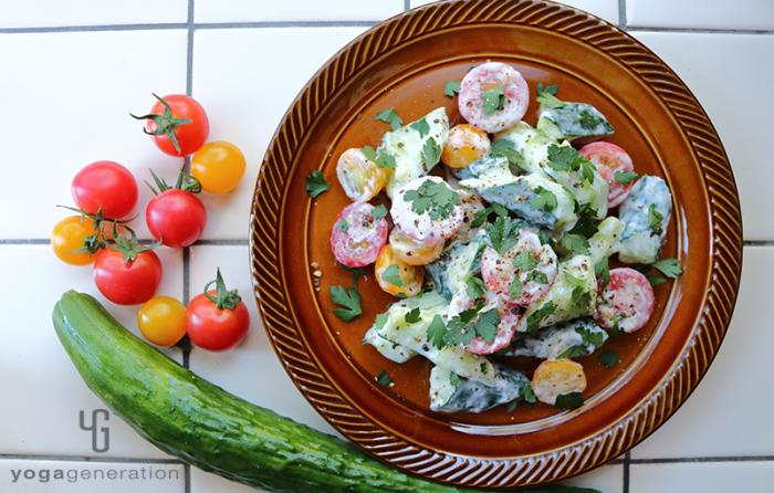 キュウリとトマトのクリーミィ柚子胡椒サラダ