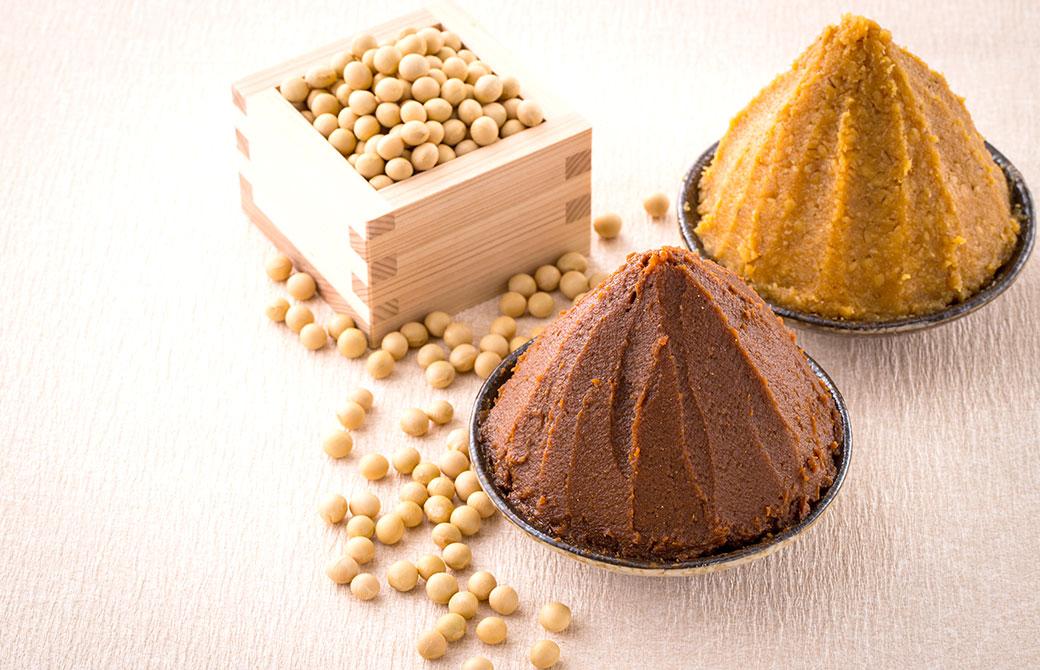 大豆と味噌の日本の発酵食品の写真