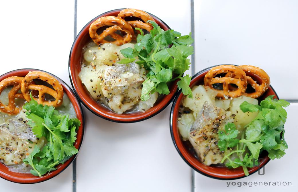 前菜風に盛りつけたハーブ香る♪ジャガイモとタラのクリーミィ・スープ