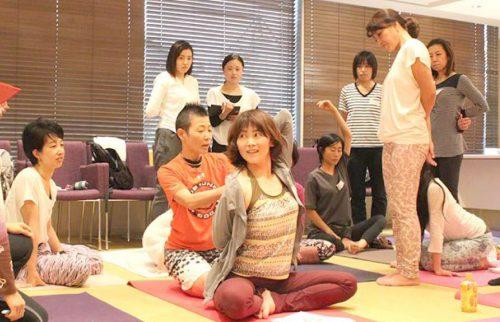 高尾美穂先生のヨガ指導者養成講座の風景