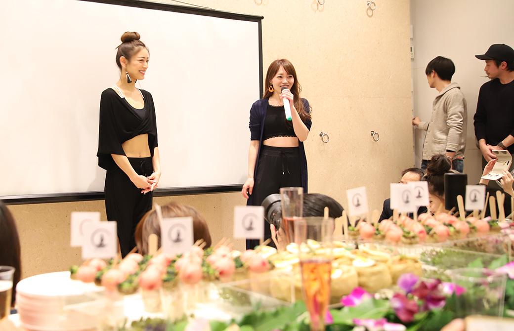 いよいよオープニングパーティの始まり。松本莉緒さんと司会の方とがスタジオを紹介してくれました。