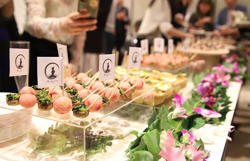カラフルな野菜で作られたケータリング食