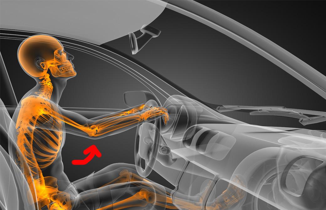 車のハンドルを握っている体の様子