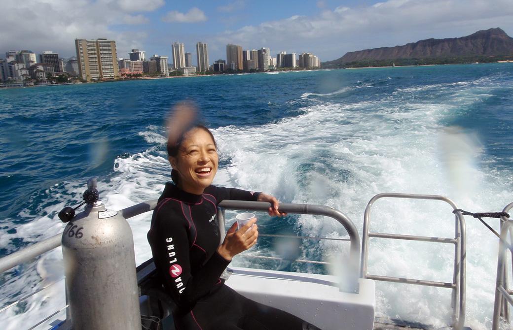 Mahokoがスキューバダイビングで休憩しているところ