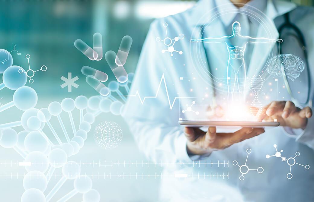 お医者さんが持っているタブレットから医学に関する絵が出てきている画像