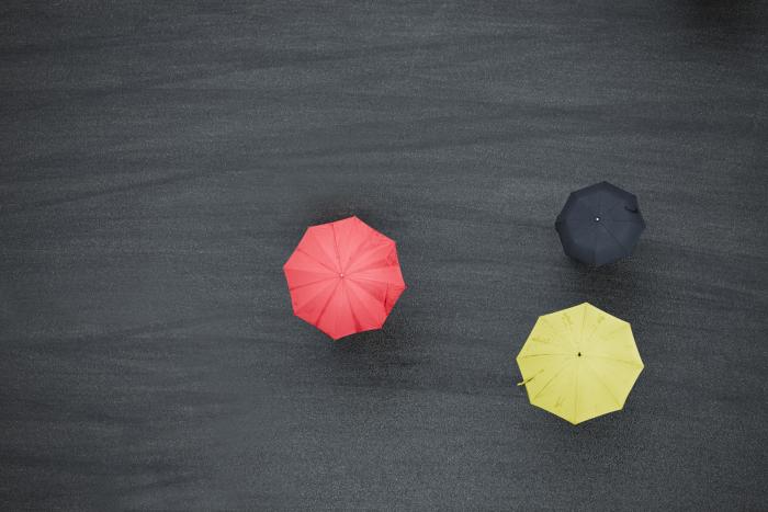 赤・黒・黄の傘