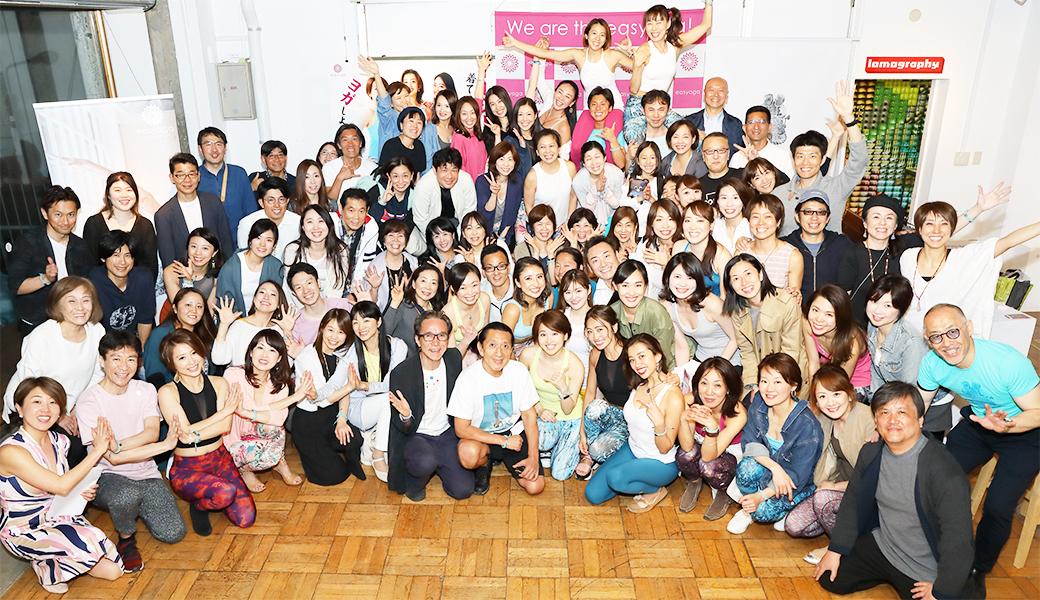 イージーヨガファンパーティの集合写真