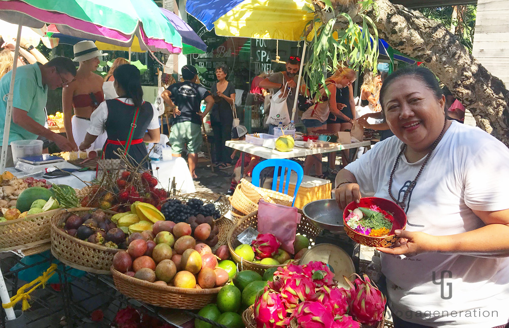 賑わうバリ島のファーマーズマーケットの様子