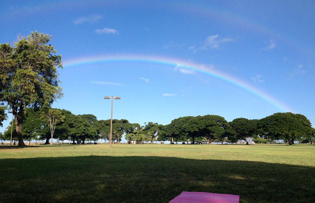 mahokoのブログ アラモアナビーチパークでヨガマットとダブルレインボー