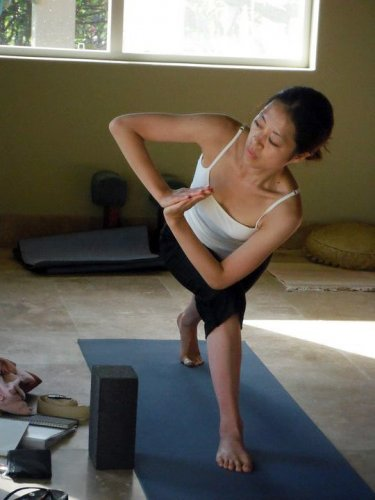 Mahokoのブログ パルブリッタパールシュヴァコナアーサナを練習する本人