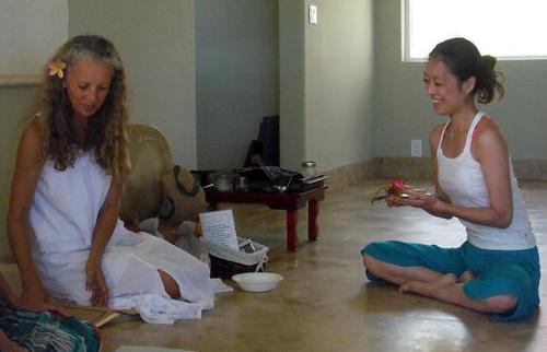 Mahokoのブログ カウアイ島でのトレーニング修了日に師のマイラ先生と