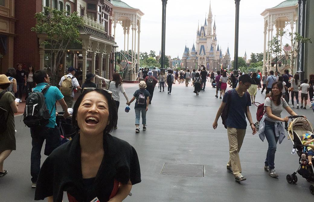 Mahokoのブログ ディズニーランドで笑っている