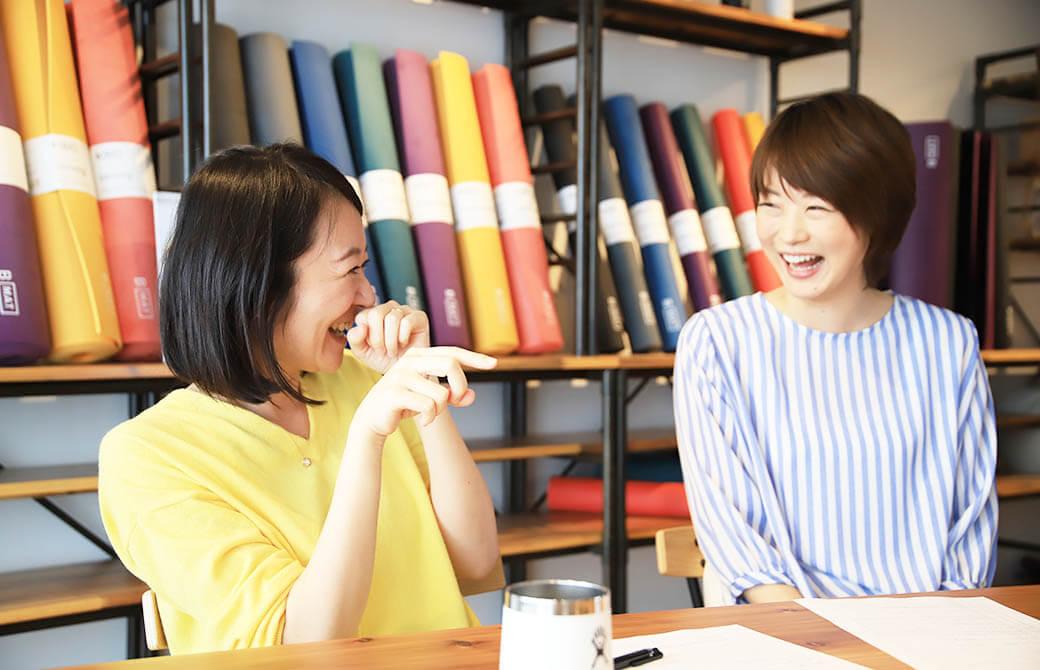 司会のスキルアップのコツを淳子先生に尋ねる編集長kaya