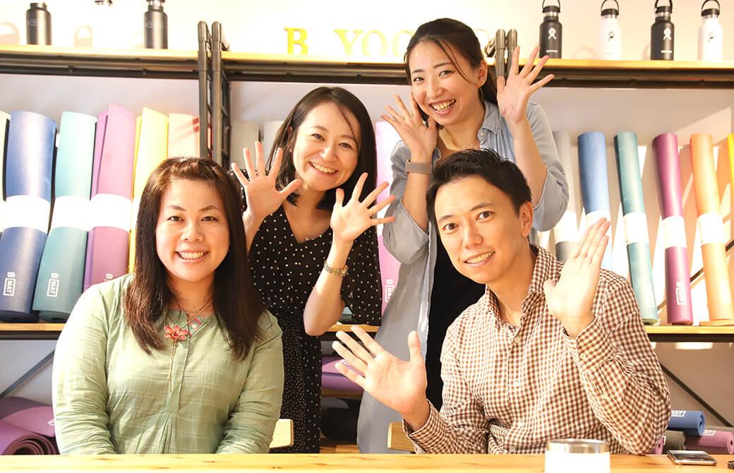 ヨガ哲学者永井由佳さんとヨガジェネ代表酒造博明、ヨガジェネ編集長kaya(栢原陽子)と秘書こま