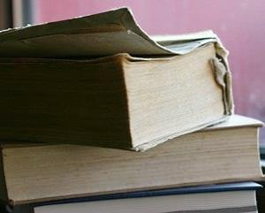 重なった分厚い本