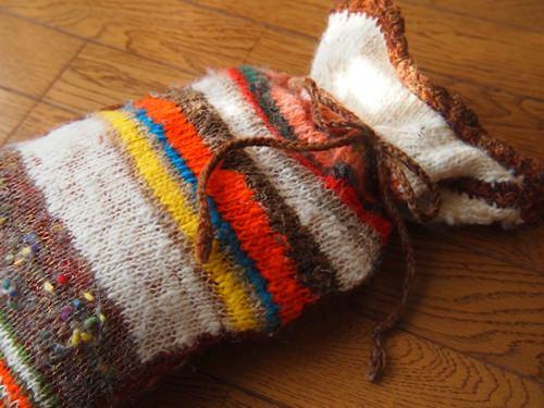 毛糸でできた湯たんぽカバー
