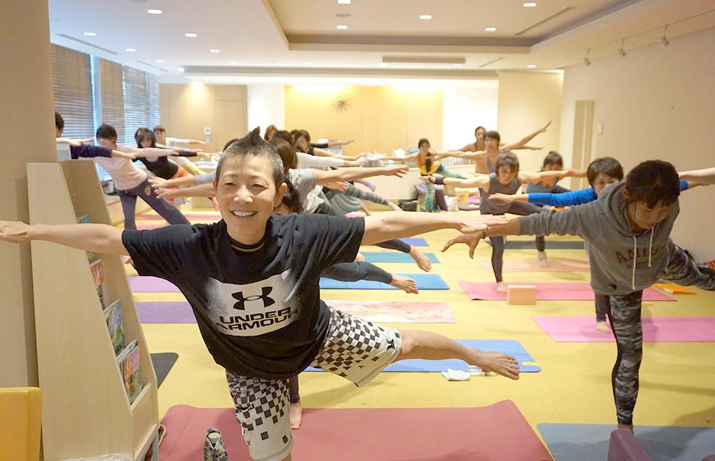 高尾美穂先生の骨盤底筋トレーニングヨガの講座風景