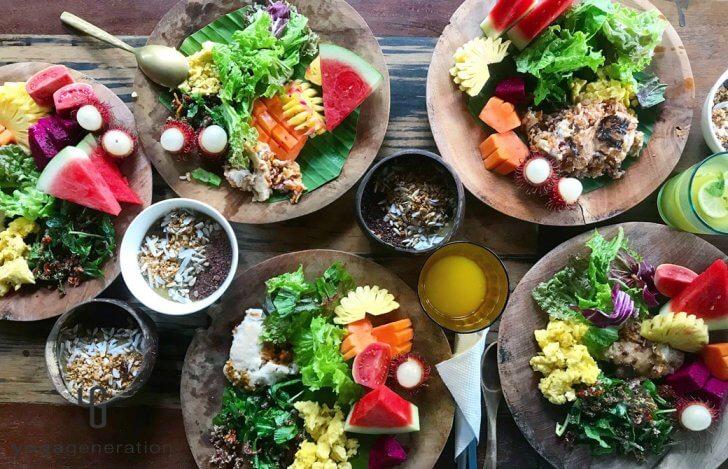 ゆるベジ カラフルなフルーツや野菜が盛られた4つのプレート