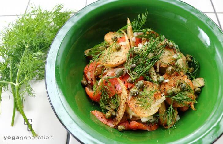 ゆるベジ:揚げゴボウと里芋、スモークサーモンのサラダ